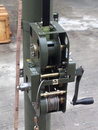military winch for quick deployment mast